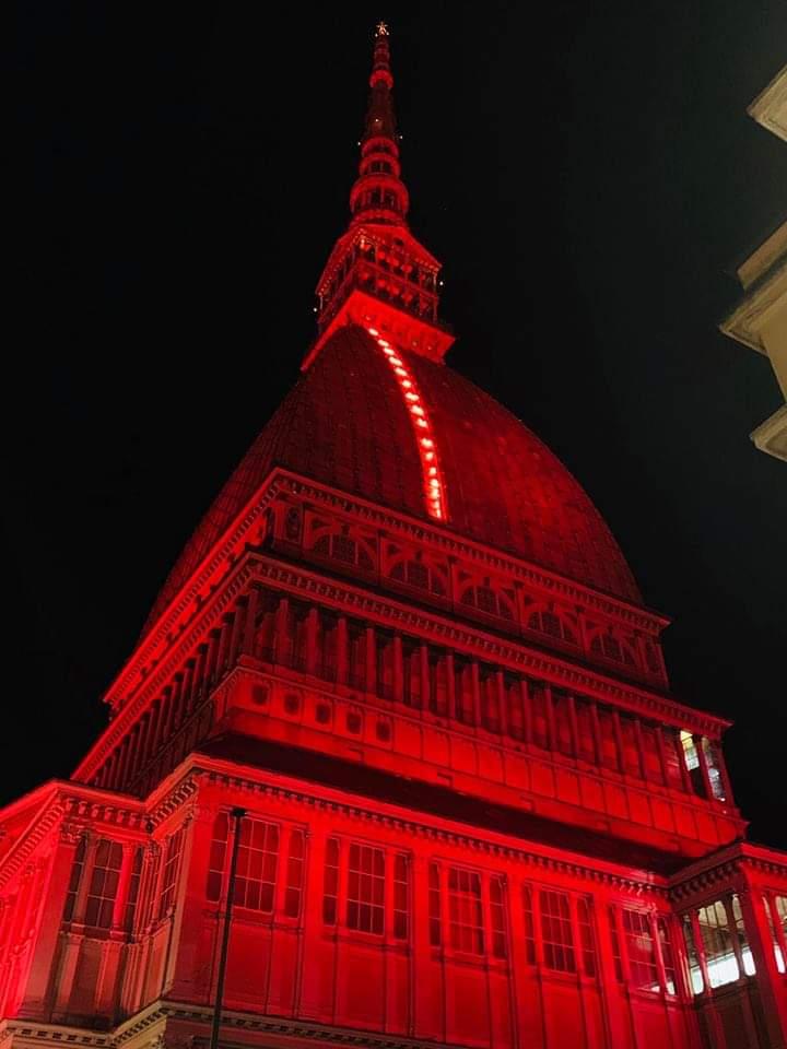 la Mole Antonelliana rossa