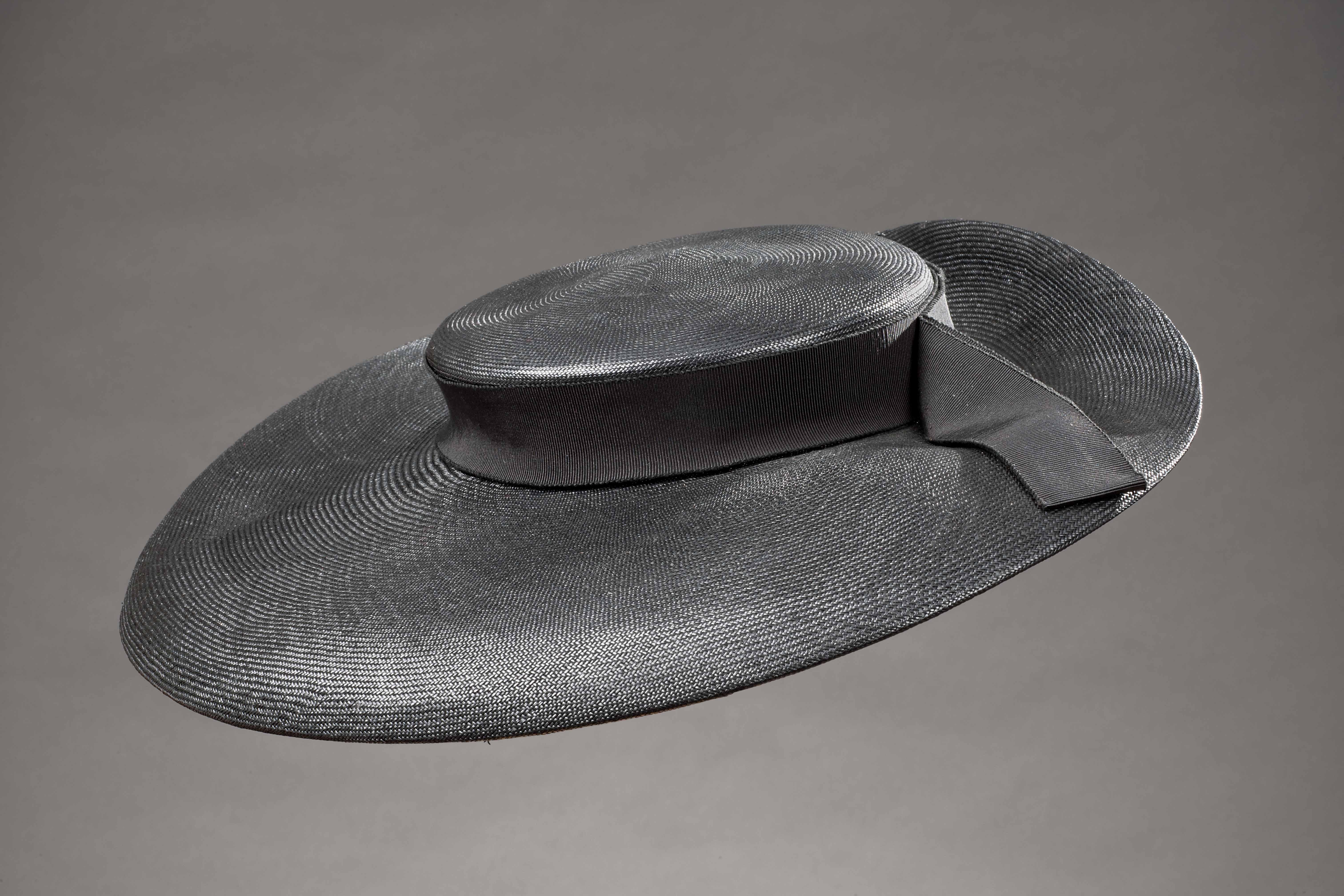 Chapeau Madame! A Torino una mostra sui cappelli dagli anni Venti ai ... 750db136f047