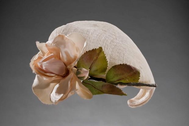 Chapeau Madame! A Torino una mostra sui cappelli dagli anni Venti ai Settanta