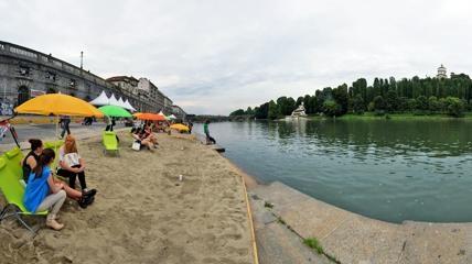 spiaggia Murazzi - Ferragosto a Torino