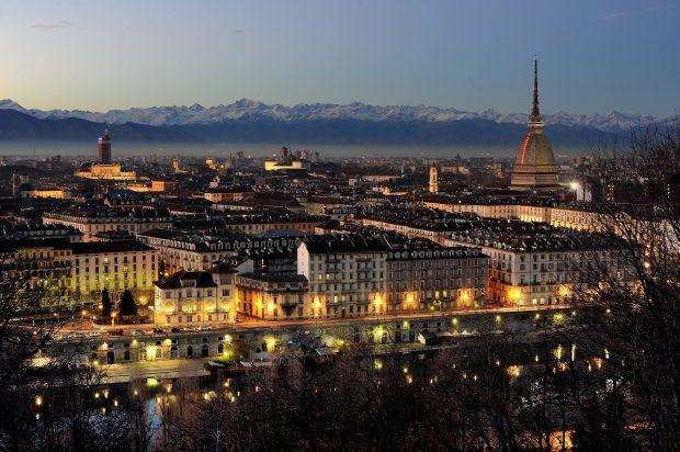skyline Torino di sera