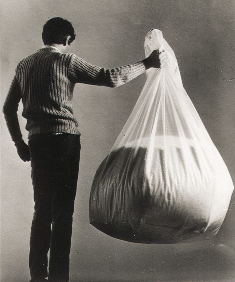 poltrona sacco trasparente polistirolo Piero Gatti
