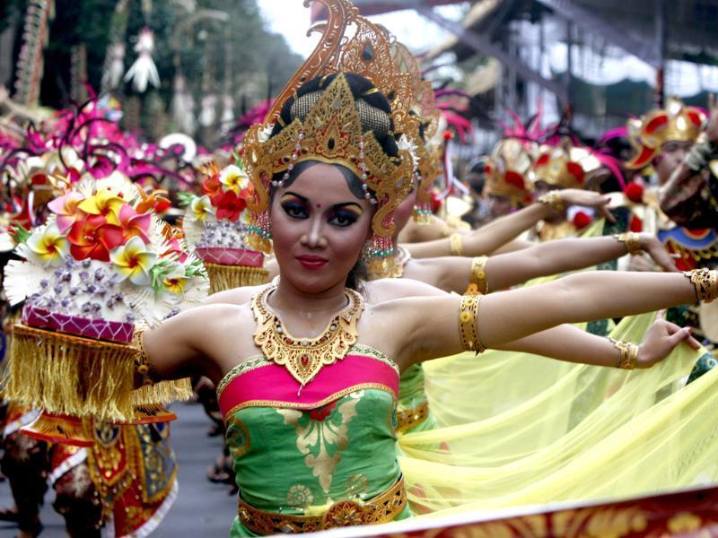 costumi tradizionali donne di Bali